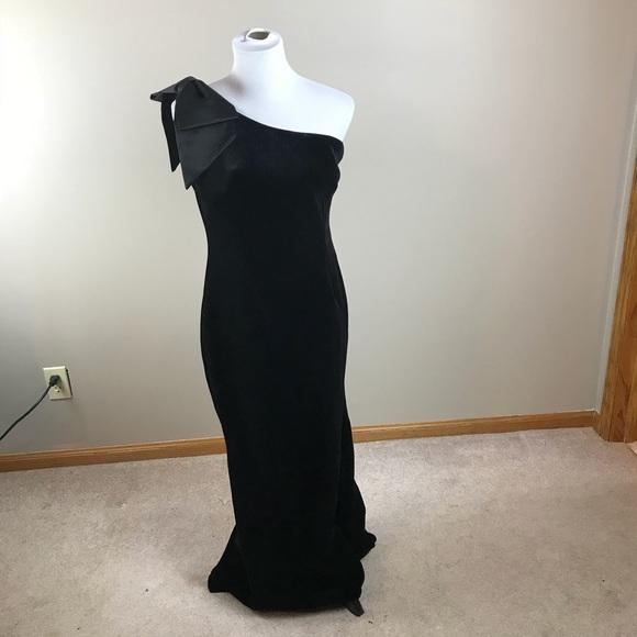 3f46b69a9c59 Eliza J Dresses & Skirts - Eliza J One Shoulder Bow Black Velvet Gown